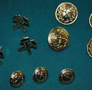 gombíky a kladivká na banícku uniformu