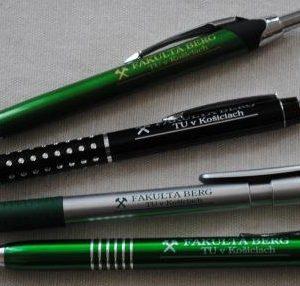 pero kombinované plast kov